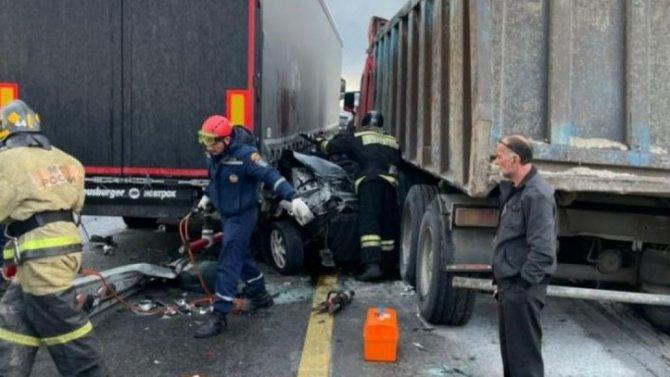 В ДТП с грузовиком в Аксайском районе Ростовской области погиб человек