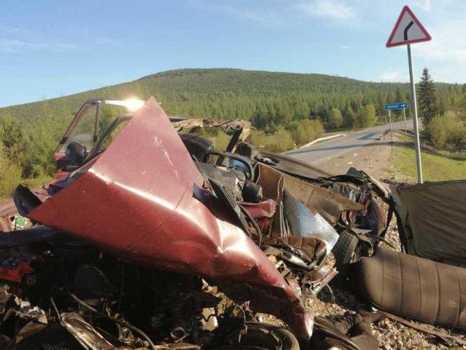 В ночном ДТП в Алданском районе Якутии погиб человек (3)