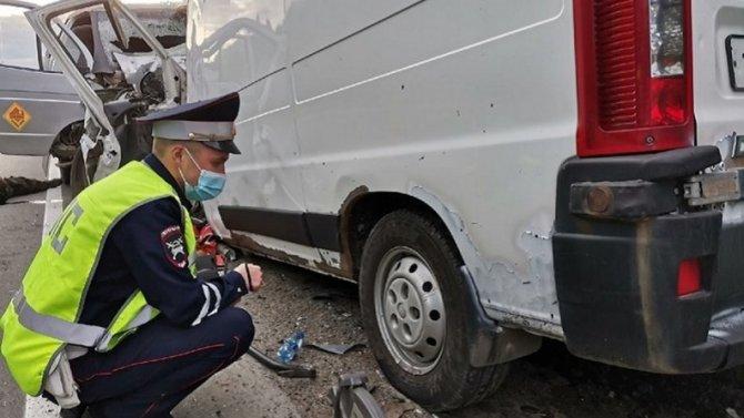 Лобовое столкновение в Свердловской области— погибли два водителя, пассажир чудом выжил