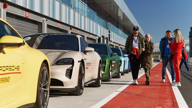 Порше Центр Пулково представил Porsche Taycan на автодроме «Игора Драйв»