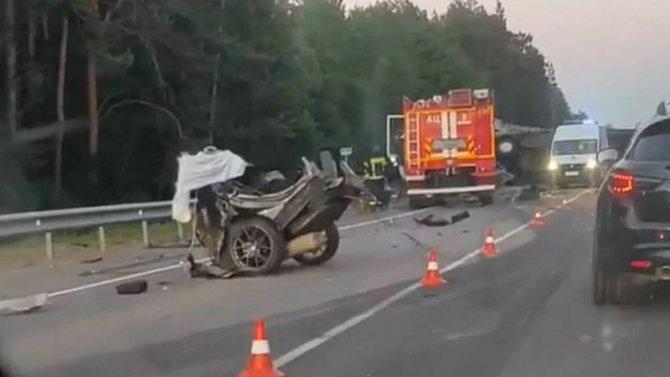 В ДТП под Брянском легковушку разорвало на части – водитель погиб