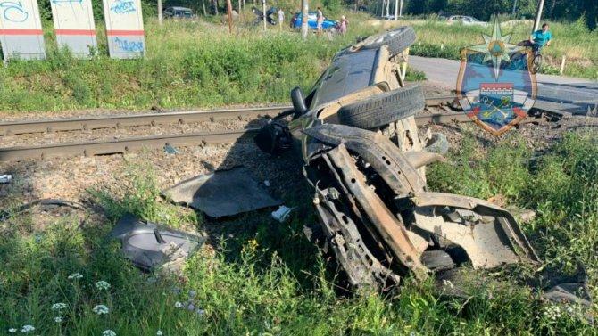 Мужчина и ребенок пострадали в ДТП с поездом под Петербургом