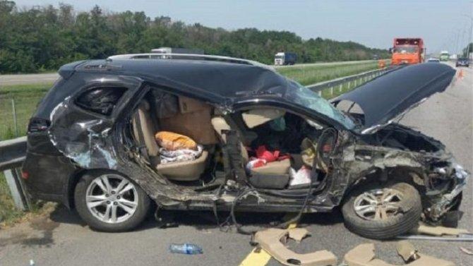 Женщина с ребенком пострадали в ДТП с КамАЗом в Воронежской области