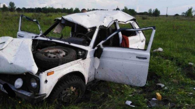 Три человека пострадали при опрокидывании автомобиля в Ртищевском районе Саратовской области