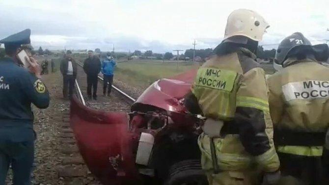 НаАлтае ДТП сдвумя погибшими— легковушка выехала нажелезнодорожные пути ипопала под поезд