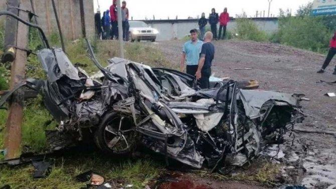 Под Красноярском Lexus врезался в столб – погибли трое