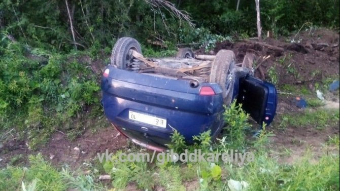 Пассажир погиб при опрокидывании автомобиля в Пудожском районе