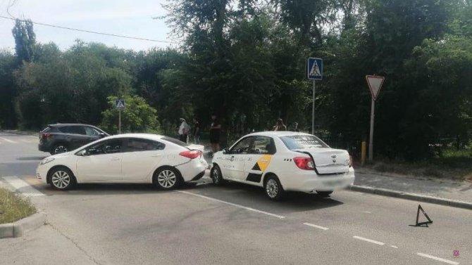 1,5-годовалая девочка пострадала в ДТП в Волгограде