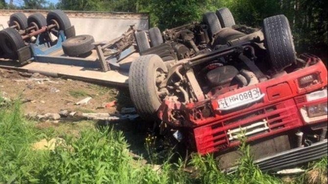 Водитель большегруза погиб в ДТП в Шелеховском районе Иркутской области