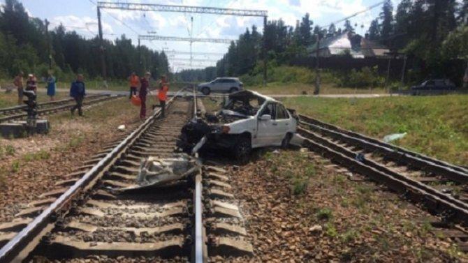 Три человека погибли в ДТП с тепловозом в Ленобласти