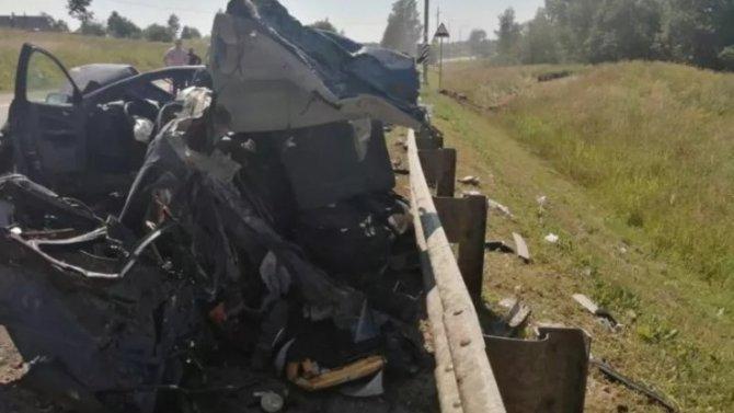 Двое взрослых и ребенок погибли в ДТП в Псковской области