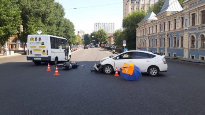 Мотоциклист пострадал в ДТП в центре Воронежа