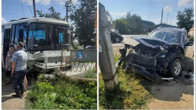 Четыре человека пострадали в ДТП с автобусом в Свердловской области