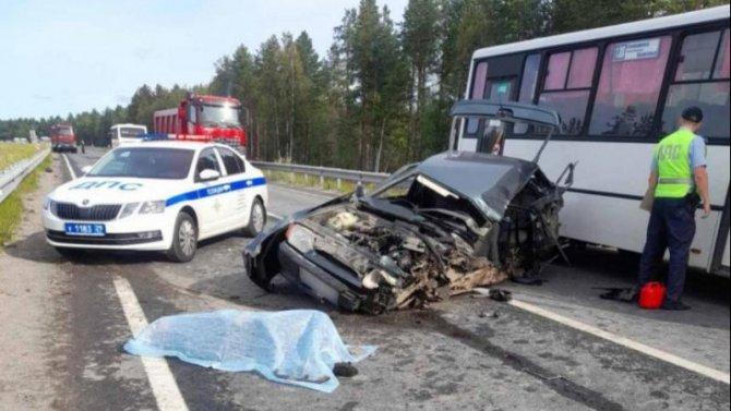 В ДТП на трассе М-8 в Приморском районе погиб мужчина
