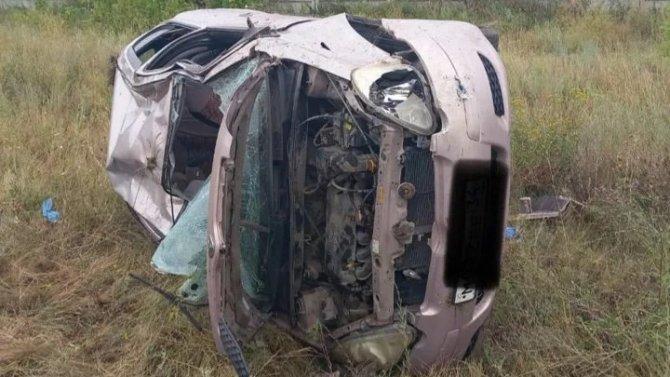 Женщина погибла при опрокидывании автомобиля под Саратовом
