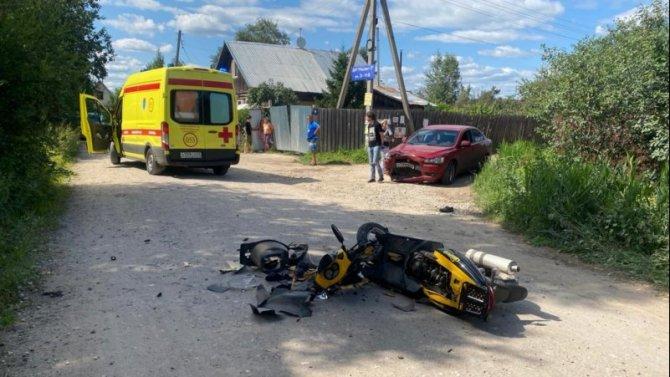 Водитель скутера пострадал в ДТП в Калининском районе Тверской области