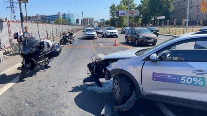 Мотоциклист пострадал в ДТП на Дунайском проспекте в Петербурге