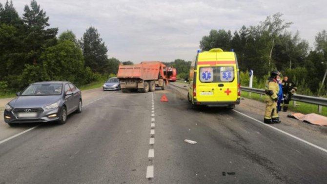 В ДТП с КамАЗом в Томской области погиб мотоциклист