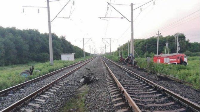 Водитель трактора погиб при столкновении с поездом в Волгоградской области