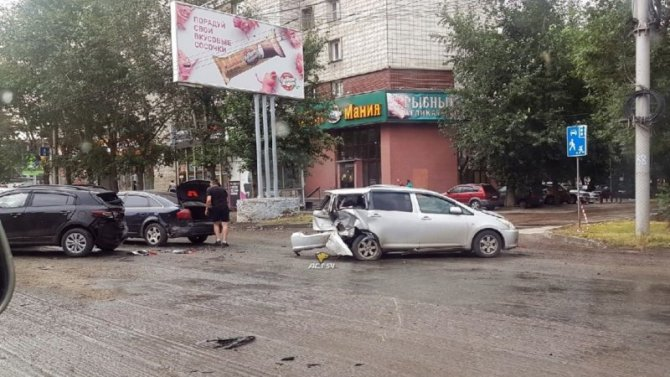 Пьяный водитель устроил массовое ДТП в Новосибирске