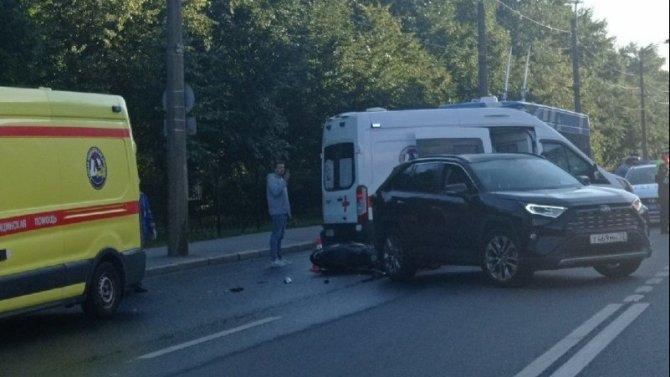 Мотоциклист серьезно пострадал в ДТП на Васильевском острове в Петербурге
