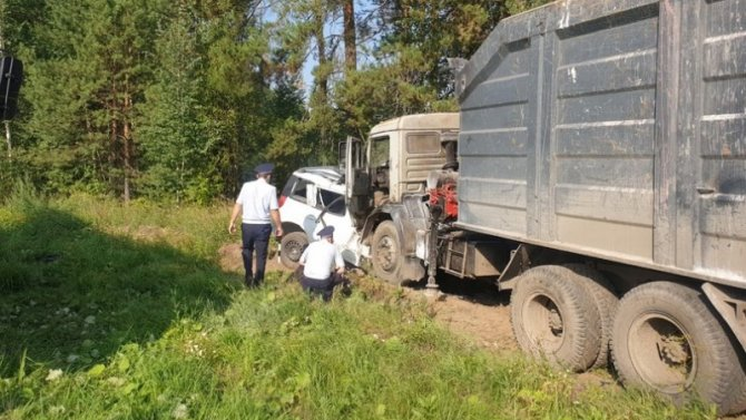 Водитель иномарки погиб в ДТП с КамАЗом на ЕКАД
