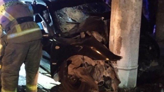 В Симферополе машина врезалась в столб – погибли два человека