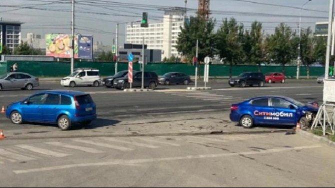 Четыре человека пострадали в ДТП в Новосибирске