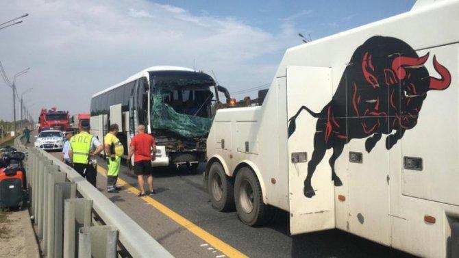 Пять человек пострадали в ДТП с автобусом в Липецкой области