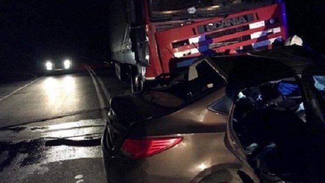 В ДТП с грузовиком под Тольятти погибли два человека