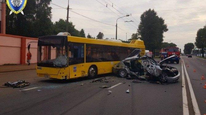 В ДТП с автобусом в Минске погиб ребенок