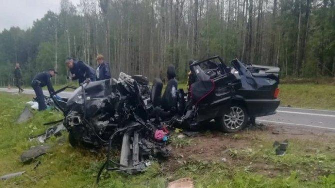 Четыре человека, включая ребенка, погибли в ДТП в Вологодской области