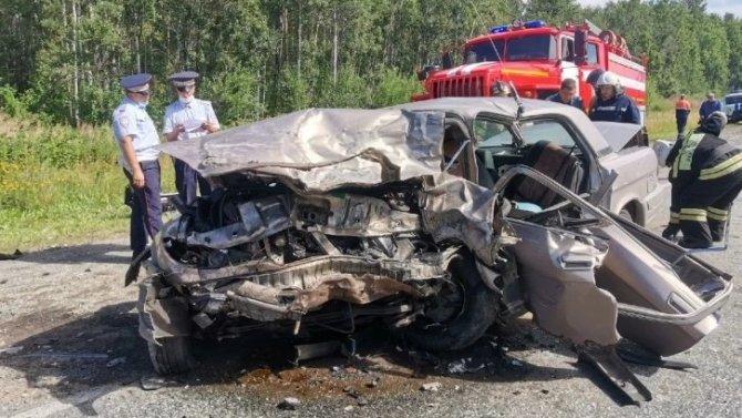 В ДТП под Екатеринбургом один человек погиб, пятеро пострадали