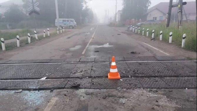 Водитель, попавший в ДТП с тепловозом под Иркутском, скончался