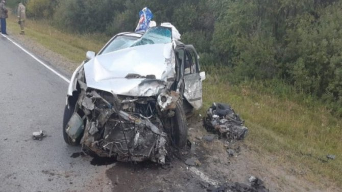 Пассажир легковушки погиб в ДТП в Свердловской области