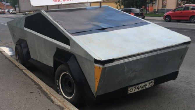 Напетербургской дороге замечен самодельный Tesla Cybertruck