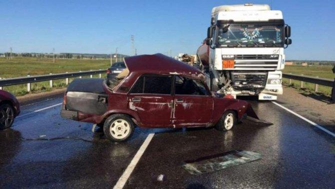 В ДТП с бензовозом под Красноярском погиб человек