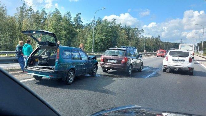 На Мурманском шоссе в Ленобласти столкнулись 6 автомобилей