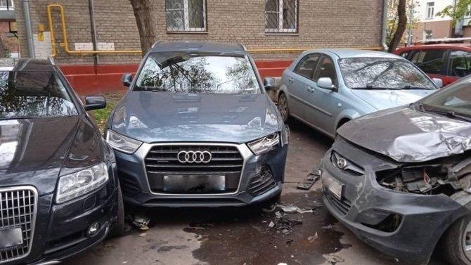 ВМоскве пьяная девушка без прав начужом автомобиле протаранила сразу 7 машин