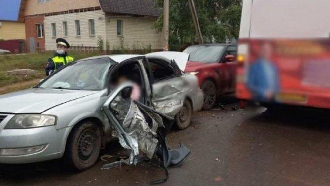 Водитель легковушки погибла в ДТП с автобусом в Воткинске