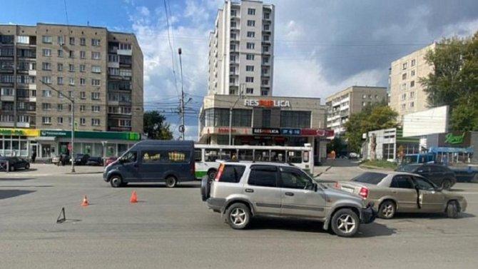 12-летняя девочка пострадала в ДТП в Новосибирске