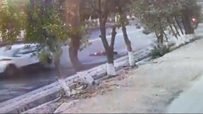 В Таразе автомобиль насмерть сбил двух человек на остановке