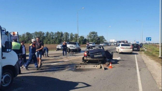 20-летний водитель пострадал в массовом ДТП в Ростовской области