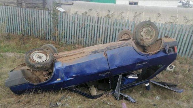 Молодая женщина погибла при опрокидывании автомобиля в Башкирии