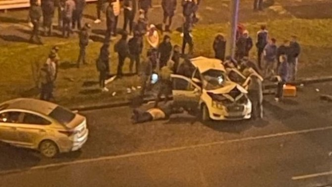 В ДТП в Тюмени погиб таксист и пострадали дети