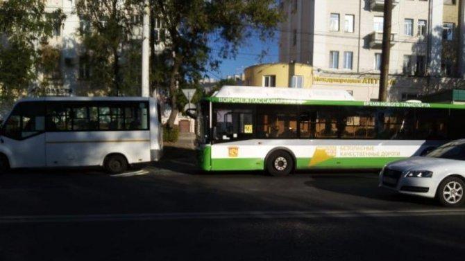 Три человека пострадали в ДТП с автобусами в Воронеже