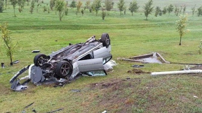 На МКАД BMW врезался в столб и перевернулся