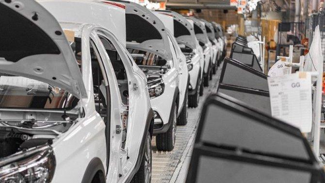 «АвтоВАЗ» стал продавать меньше автомобилей Lada, ноподнял на них цены