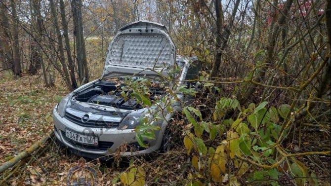 Два человека пострадали при опрокидывании автомобиля в Тульской области