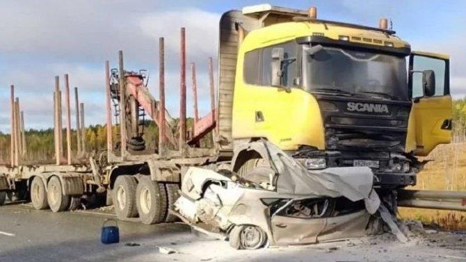 ВХМАО грузовик смял легковушку— уводителя небыло шансов выжить